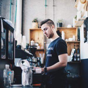 第一線工作者是公司對外形象的實踐者,個人專業度呈現相當重要。