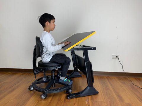 巧迪兒童書桌椅-可隨年齡成長升級擴充配件的書桌椅-真正從小用到大