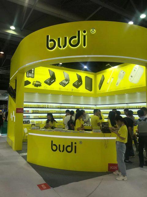 比口袋翻譯機還小巧的Budi aiDream 突破性人工智能翻譯耳機