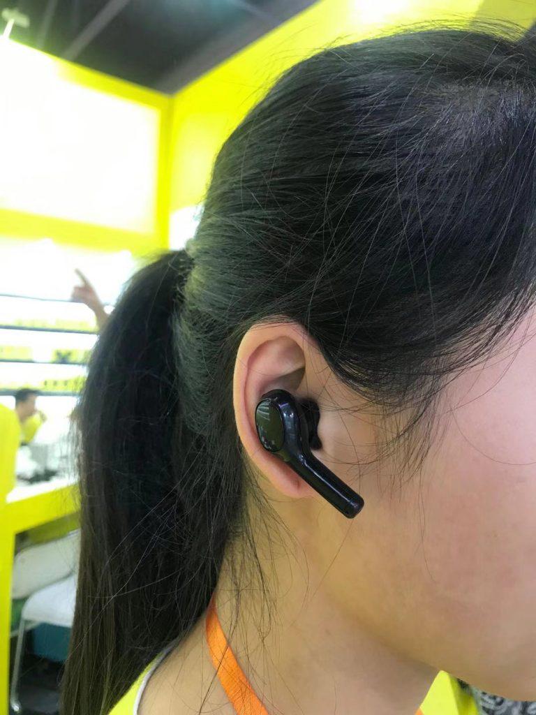 耳機型的翻譯機,讓你有種作為特務的感覺