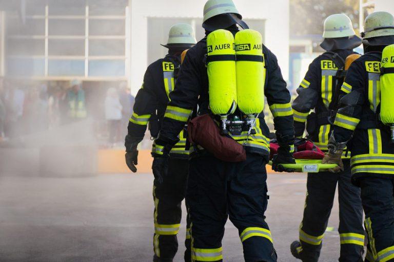 主管在不同情境有不同角色扮演,有時也要充當救火員。(圖片來源:pixabay)