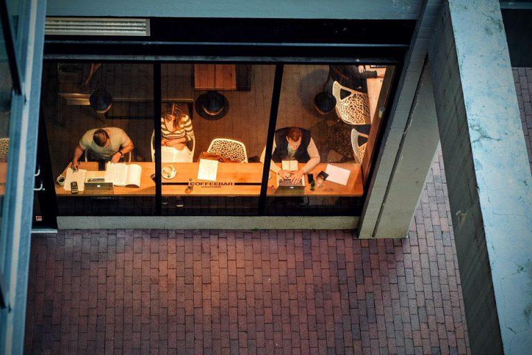 咖啡廳工作是遠距主流?(圖片來源:pixabay)