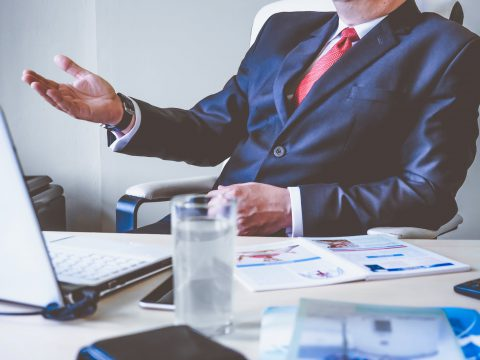 怎樣才是主管眼中的優秀人才?當年老闆點出的「兩個字」,我現在終於懂