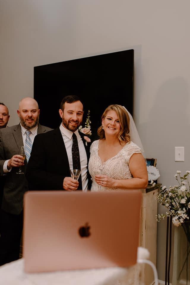 疫情也無法阻擋真愛!新人用 Zoom 打造新世代虛擬婚禮