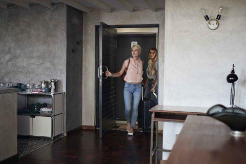Booking.com公開「住宿設施偏好」,免費WiFi成台人必備! 台人在意舒適空調與美味早餐,客房服務對印度人最重要
