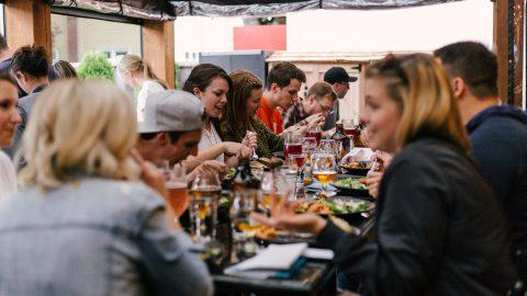 除了免費餐飲POS系統,更致力於技巧傳遞!iCHEF陪你經營一流餐廳