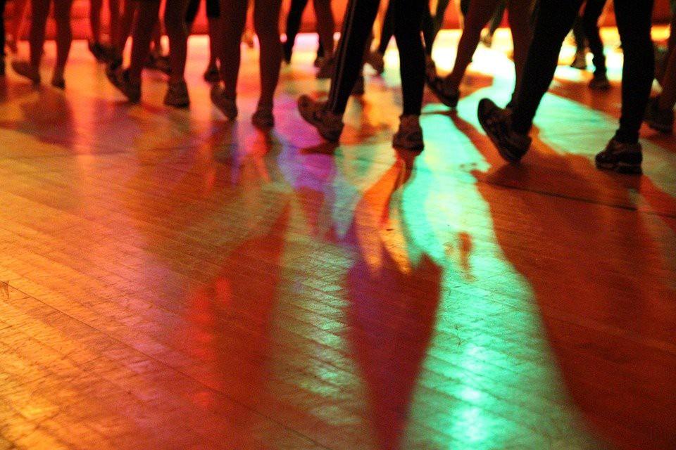 想跳舞卻不敢去舞蹈教室? Swipe 讓你先學好基本舞步